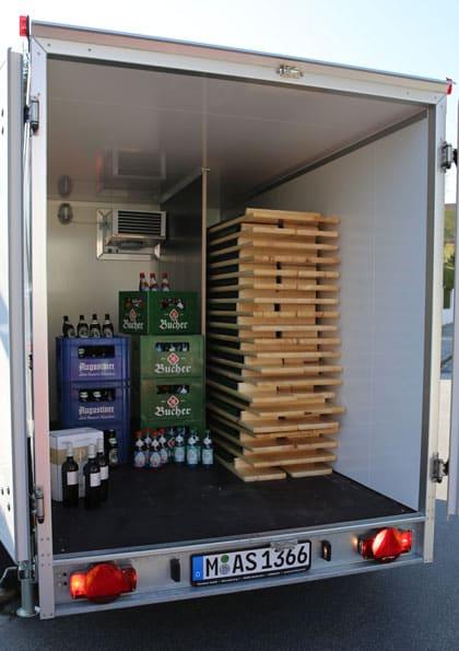 Getränkekühlanhänger innen, Catering München
